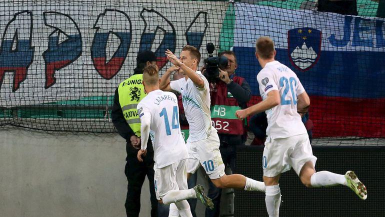 Вальтер БИРСА (в центре) и его партнеры по сборной Словении имеют хорошие шансы на попадание в стыковые матчи. Фото REUTERS