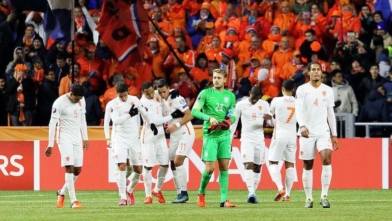 Болельщики ждут от сборной Голландии попадания в стыковые матчи, для чего команде необходима победа над Чехией. Фото AFP