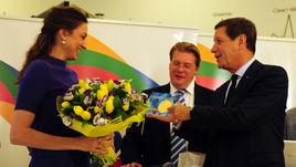 Жуков наградил гимнасток в ОКР