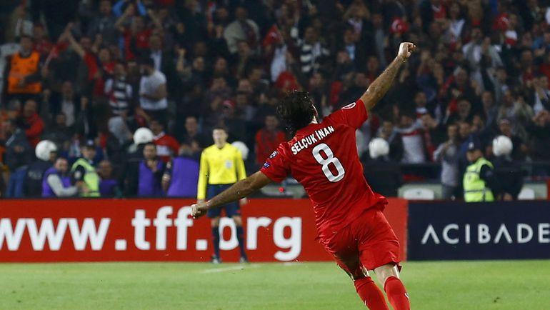 13 октября. Конья. Турция - Исландия - 1:0. Сельчук ИНАН празднует победный гол. Фото REUTERS