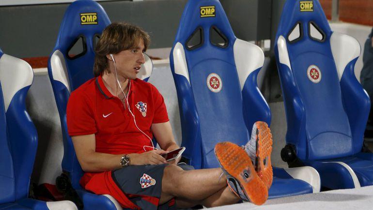 Вчера. Та-Кали. Мальта - Хорватия - 0:1. Лука МОДРИЧ наблюдал за решающим для своей команды матчем со скамейки запасных. Фото REUTERS