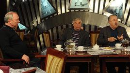 Вторник. Москва. Олег РОМАНЦЕВ, Георгий ЯРЦЕВ и Валерий ГАЗЗАЕВ (слева направа).