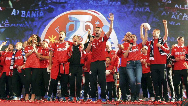 Игроки сборной Албании празднуют выход в финальную стадию Euro-2016. Фото REUTERS