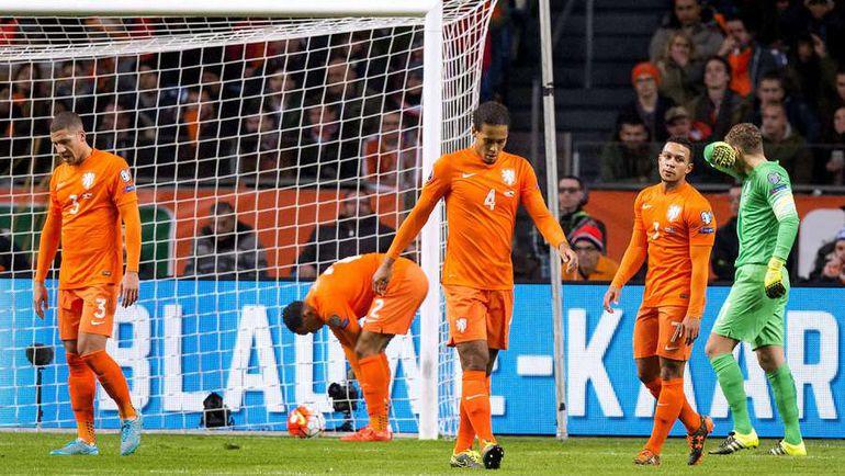 13 октября. Амстердам. Голландия - Чехия - 2:3. Сборная Голландии осталась без Euro-2016. Фото AFP