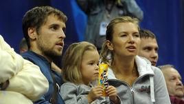 Дмитрий КОМБАРОВ с дочкой Ульяной и супругой Татьяной на матче ЦСКА.