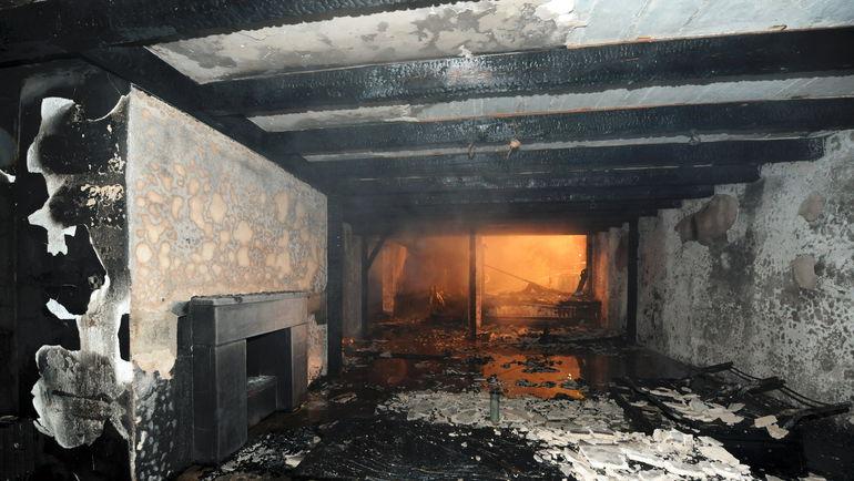 20 сентября 2011 года. Дом Брену после пожара. Фото AFP