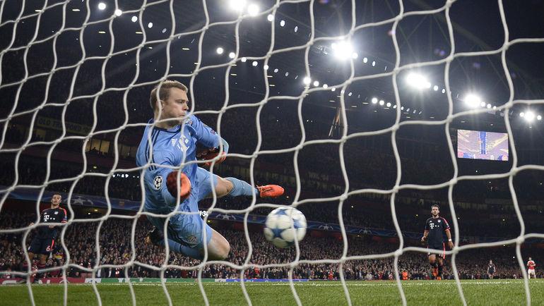 """Вторник. Лондон. """"Арсенал"""" - """"Бавария"""" - 2:0. Второй гол """"канониров"""" в ворота Мануэля НОЙЕРА. Фото REUTERS"""