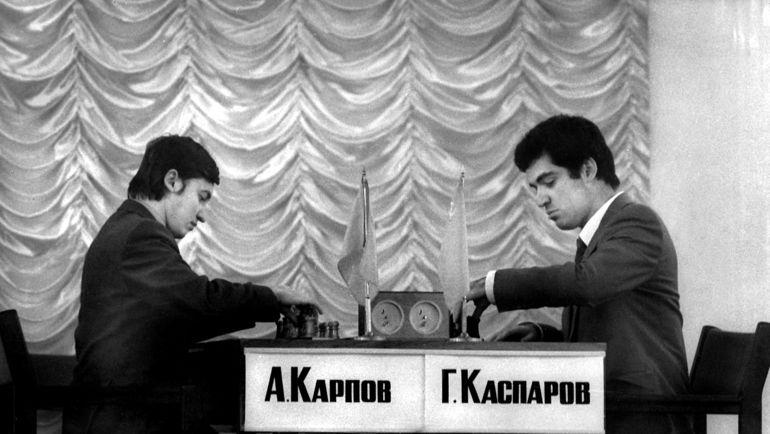 Анатолий КАРПОВ (слева) и Гарри КАСПАРОВ. Фото Борис ДОЛМАТОВСКИЙ