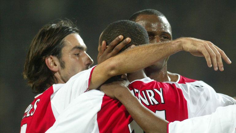 """Осенью 2002 года """"Арсенал"""" Робера ПИРЕСА, Тьерри АНРИ и Патриса ВИЕЙРА выиграл три первых тура с общим счетом 7:0, но затем потерпел два поражения подряд. Фото REUTERS"""