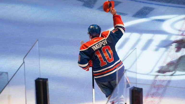 """Среда. Эдмонтон. """"Эдмонтон"""" – """"Детройт"""" – 3:1. Наиль ЯКУПОВ приветствует болельщиков. Фото НХЛ"""