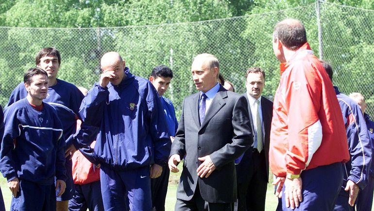 Май 2002 года. Бор. Президент России Владимир ПУТИН встречается с футбольной и хоккейной сборными России. Фото Алексей ИВАНОВ,
