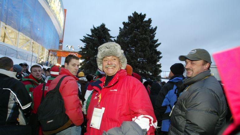 8 февраля 2002 года. Солт-Лейк-Сити. Никита МИХАЛКОВ и Виктор ГУСЕВ на открытии Олимпиады в Турине. Фото Александр ФЕДОРОВ,