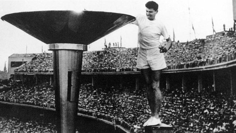 Зажжение олимпийского огня на Играх в Мельбурне в 1956 году. Фото www.olympic.org.nz