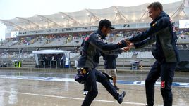 Вместо квалификации Квят станцевал под дождем
