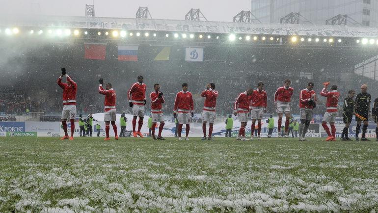 Какой футбол нам нужен: зимний или летний? Фото Татьяна ДОРОГУТИНА