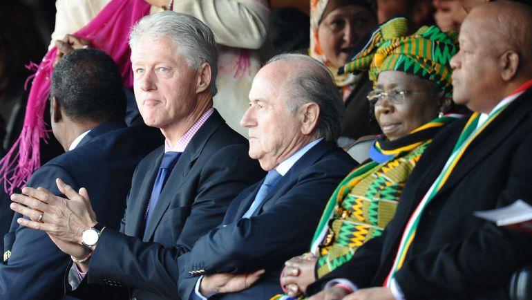 Экс-президент США Билл КЛИНТОН и Йозеф БЛАТТЕР. Фото REUTERS