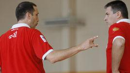 Два экс-главных тренера сборной России Дэвид БЛАТТ и Евгений ПАШУТИН. Первый добился сверхрезультатов, а второй, увы, не смог оттолкнуться ото дна.