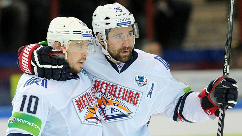 Сергей МОЗЯКИН (слева) и Данис ЗАРИПОВ. Фото Юрий КУЗЬМИН, photo.khl.ru