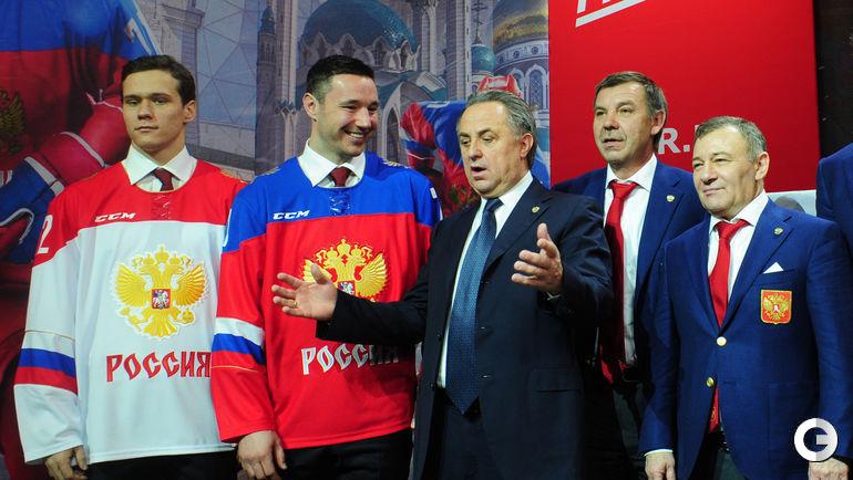 Сегодня. ГУМ. Презентация логотипа ФХР и формы сборной России по хоккею в ГУМе.