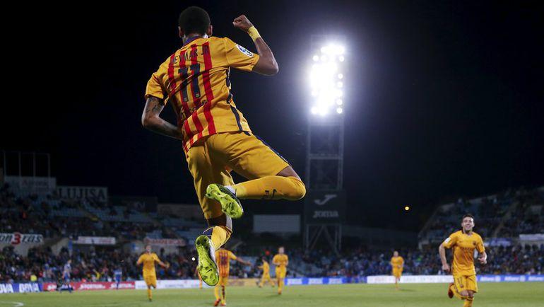 "Суббота. Хетафе. ""Хетафе"" - ""Барселона"" - 0:2. 58-я минута. НЕЙМАР празднует забитый мяч. Фото REUTERS"