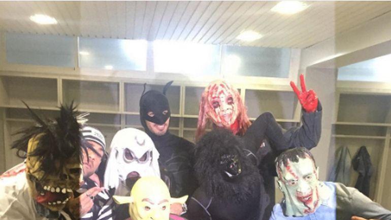 """Футболисты """"Барселоны"""" в карнавальных костюмах в честь праздника Хэллоуин."""