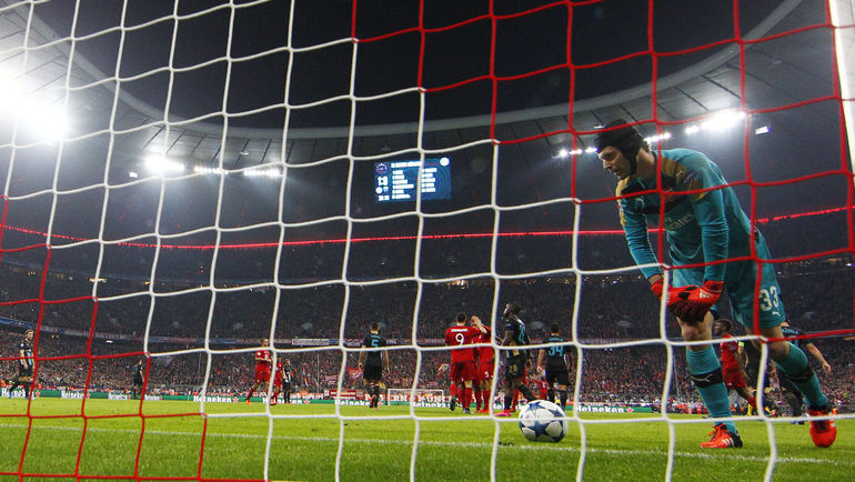 "Вчера. Мюнхен. ""Бавария"" - ""Арсенал"" - 5:1. Один из пяти мячей в воротах гостей. Фото REUTERS"