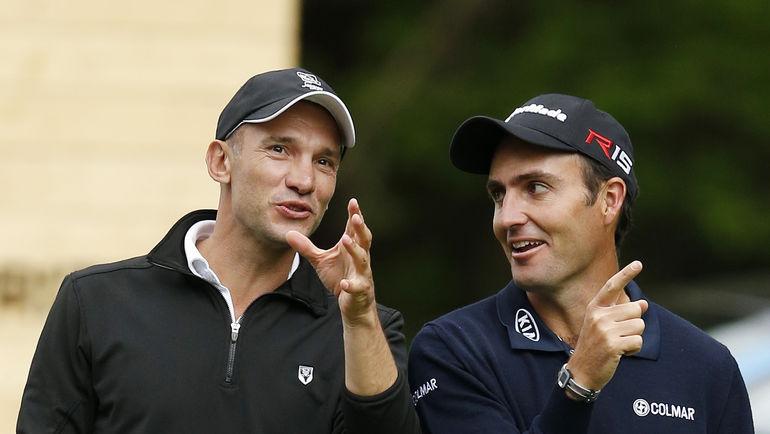 Андрей ШЕВЧЕНКО и Эдуардо МОЛИНАРИ на поле для игры в гольф. Фото REUTERS