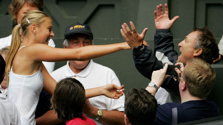 Мария ШАРАПОВА с отцом Юрием. Фото AFP