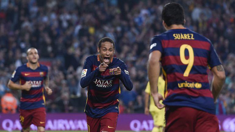 """""""Барселона"""" - """"Вильярреал"""" - 3:0. Нападающие """"Барселоны"""" НЕЙМАР (слева) и Луис СУАРЕС (спиной)."""