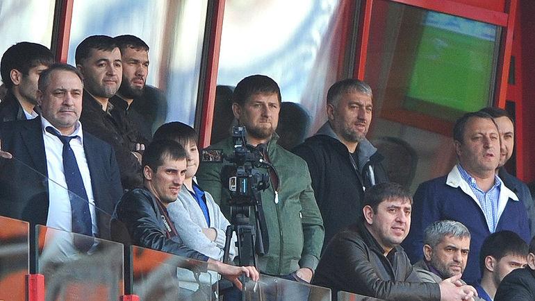 Рамзан КАДЫРОВ (в центре). Фото Татьяна ДОРОГУТИНА