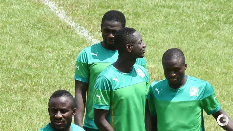 Сейду ДУМБЬЯ (слева) на тренировке сборной Кот-д'Ивуара.