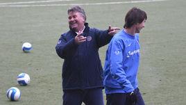 Первый иностранный тренер сборной России по футболу Гус ХИДДИНК и Егор ТИТОВ, который был дисквалифицирован на год после бромантановой истории в 2003 году.