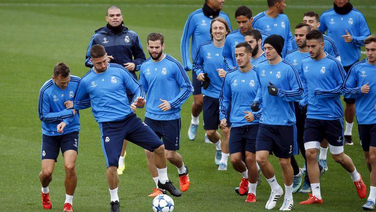 """Денис ЧЕРЫШЕВ (слева) на тренировке """"Реала"""". Фото REUTERS"""
