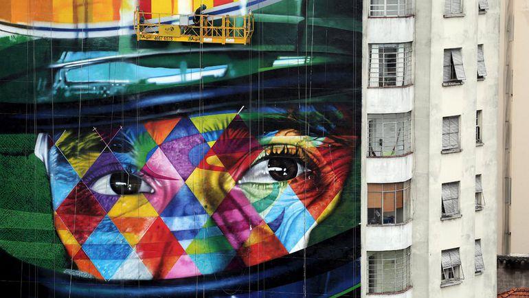 Изображение Айртона Сенны на стене дома в Сан-Паулу. Фото REUTERS