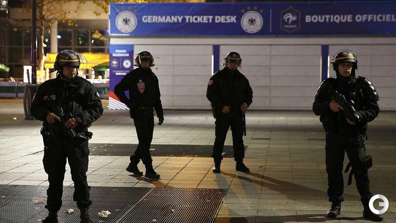 Пятница. Сен-Дени. Наряд полиции у стадиона.