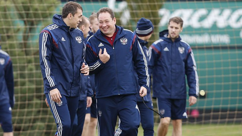 При Леониде СЛУЦКОМ (третий справа) во главе сборная России выиграла пять матчей из пяти. Фото Константин РЫБИН, РФС