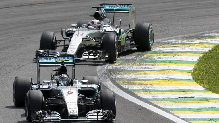 Суббота. Сан-Паулу. Нико РОСБЕРГ и Льюис ХЭМИЛТОН. Фото REUTERS