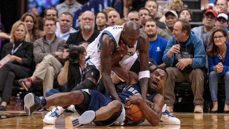 """Воскресенье. Миннеаполис. """"Миннесота"""" – """"Мемфис"""" – 106:114. 39-летний форвард """"Тимбервулвз"""" Кевин ГАРНЕТТ (21) вышел на четвертое место по количеству сыгранных минут в НБА, и останавливаться он пока не собирается. Фото Brad Rempel-USA TODAY Sports"""