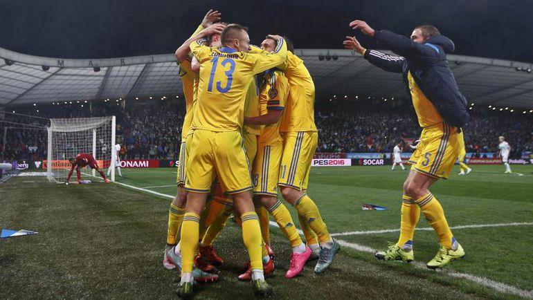 Вчера. Марибор. Словения - Украина - 1:1. Гости празднуют выход на Euro-2016. Фото Reuters