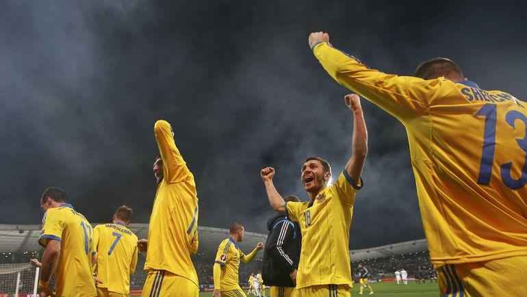 Вчера. Марибор. Словения - Украина - 1:1. Сборная Украины празднует выход на Euro-2016. Фото REUTERS