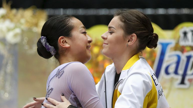 3 октября. Саитама. Мао АСАДА и Аделина СОТНИКОВА на командном турнире в Японии. Фото REUTERS