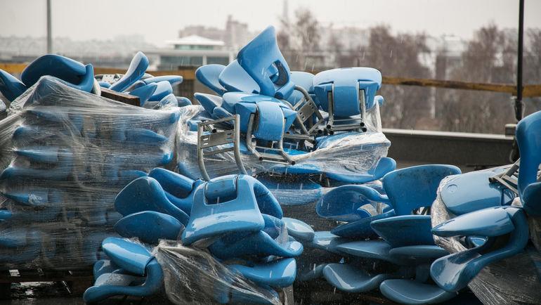 Среда. Санкт-Петербург. Кресла дожидаются своего часа. Фото Кристина КОРОВНИКОВА
