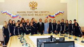 Сегодня. Москва. Виталий МУТКО (в центре) и женская сборная России.