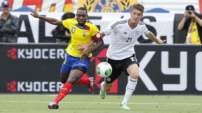 29 мая 2013 года. Флорида. Роман НОЙШТЕДТЕР (№21) в товарищеском матче сборной Германии с Эквадором. Фото AFP