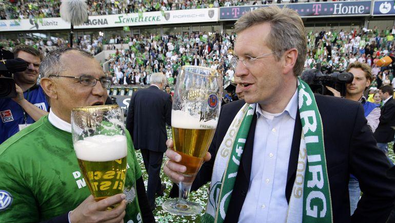 """Феликс МАГАТ (слева) сделал """"Вольфсбург"""" первым. Фото Reuters"""