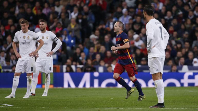 """Суббота. Мадрид. """"Реал"""" - """"Барселона"""" - 0:4. 53-я минута. Андрес ИНЬЕСТА сделал счет в класико разгромным. Фото REUTERS"""