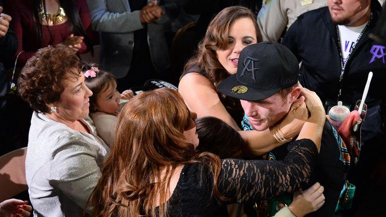 21 ноября. Лас-Вегас. Сауль АЛЬВАРЕС празднует победу. Фото USA Today
