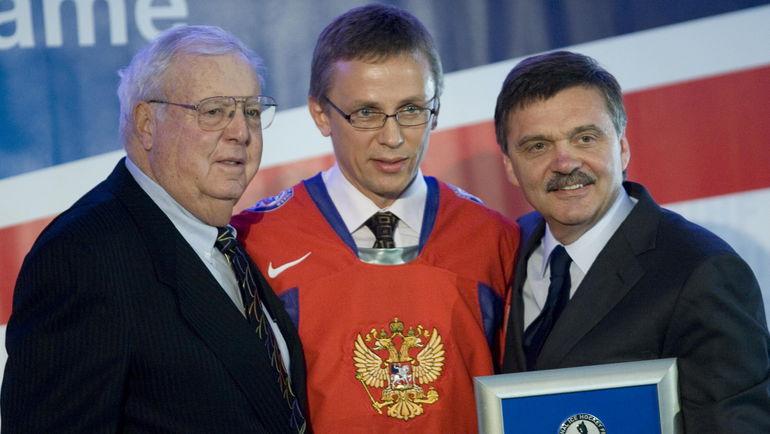 Рене ФАЗЕЛЬ (справа) и Игорь ЛАРИОНОВ (в центре). Фото REUTERS