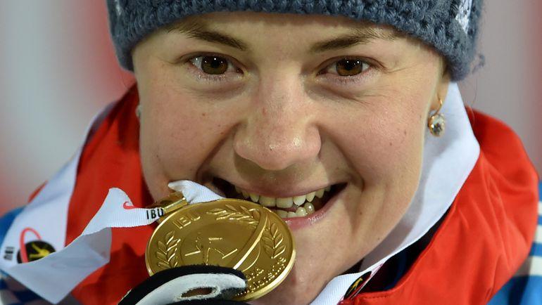 Екатерина ЮРЛОВА с золотой медалью чемпионата мира. Фото AFP