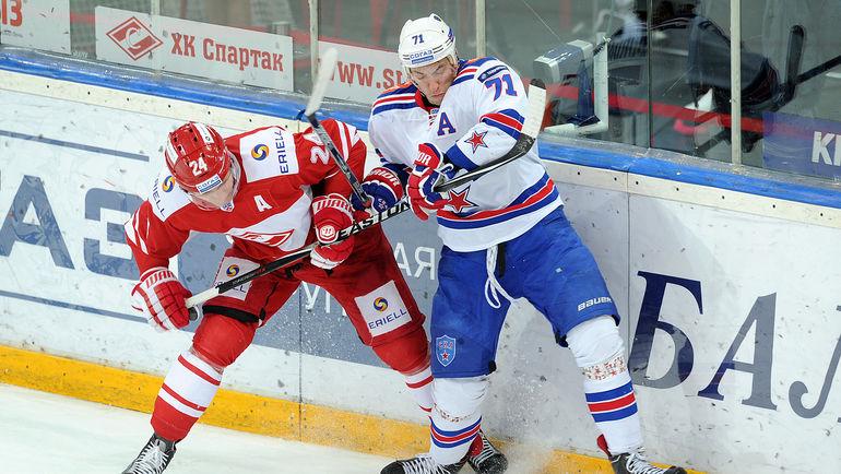 """Антон БУРДАСОВ (слева) полезен и результативен в разных звеньях. Фото Алексей ИВАНОВ, """"СЭ"""""""